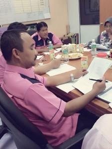 Presiden PACSU sedang mempengerusikan mesyuarat