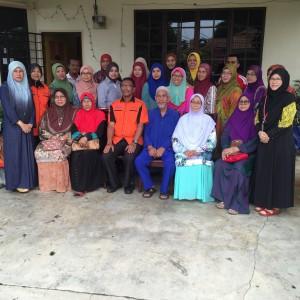 Bergambar kenang-kenangan bersama barisan Jawatankuasa PACSU Cawangan Pahang dan rombongan