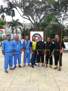 Sdra. Roslan tiga dari kiri bersama pasukan sumpit MAKSAK Perak
